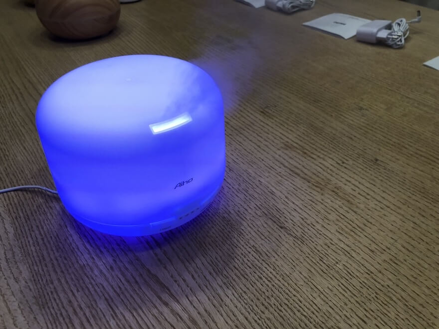 Aiho Duftzerstäuber 500 ml in blau mit Nebel