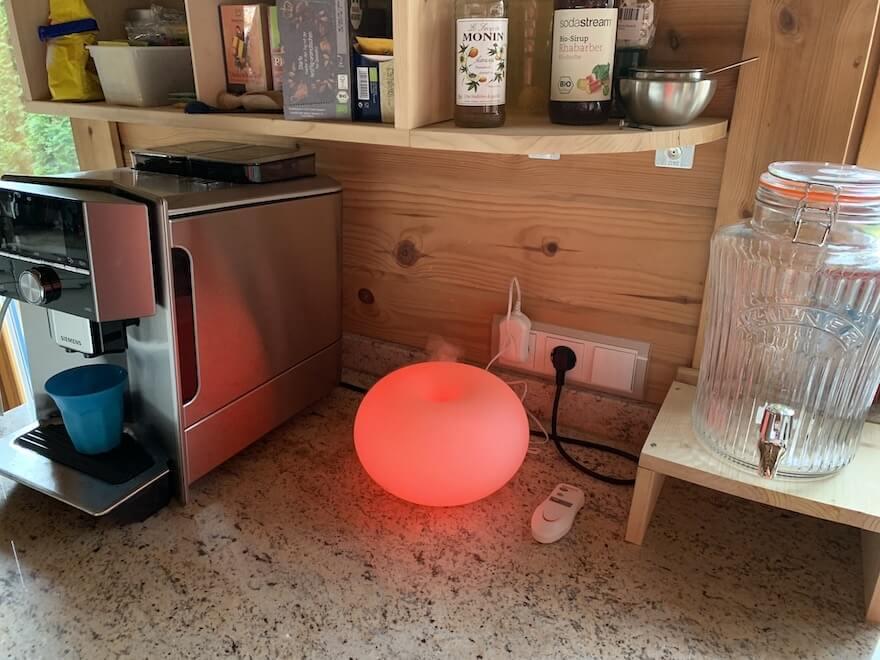 Kaffeemaschine mit Diffuser zur Luftbefeuchtung